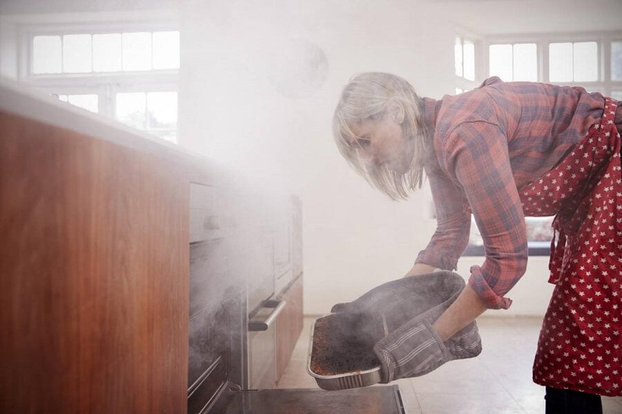 como limpiar humo de incendio